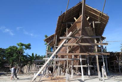 bateau en construction komodo Komodo Aventure